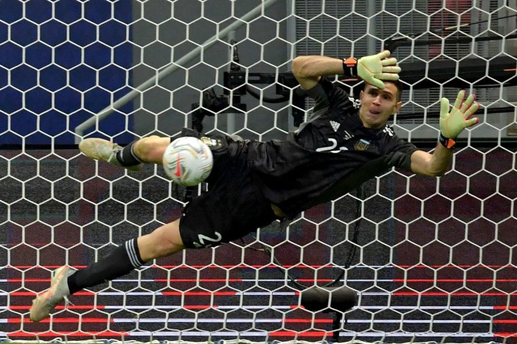 Le gardien argentin Emiliano Martinez qui évolue à Aston Villa a été décisif lors de la séance de tirs au but., iStock