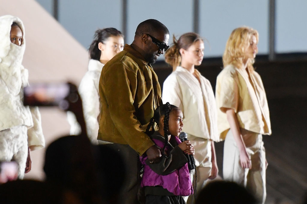Een trotste Kanye West met zijn dochtertje North., Getty Images
