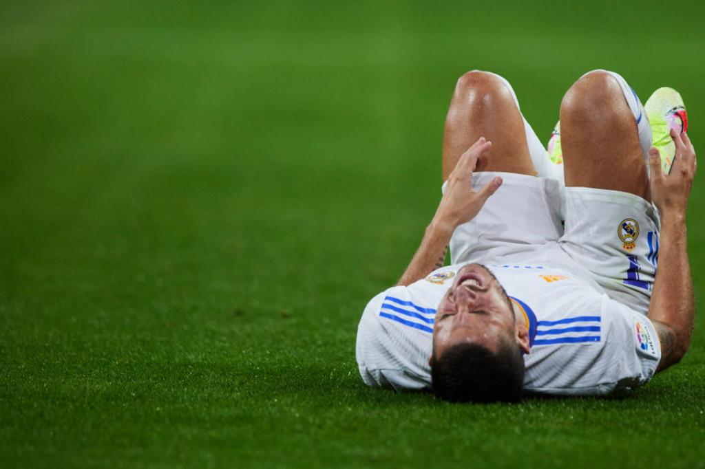 Eden Hazard au sol après un tacle très rugueux du Colombien du Celta Vigo, Jeison Murillo., iStock