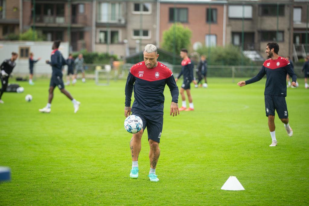 Premiers ballons d'entraînement à l'Antwerp pour le Ninja., iStock