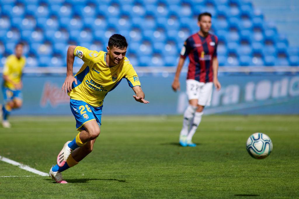 Pedri sous le maillot de Las Palmas lors d'un match de D2 espagnole contre Extramadura, iStock