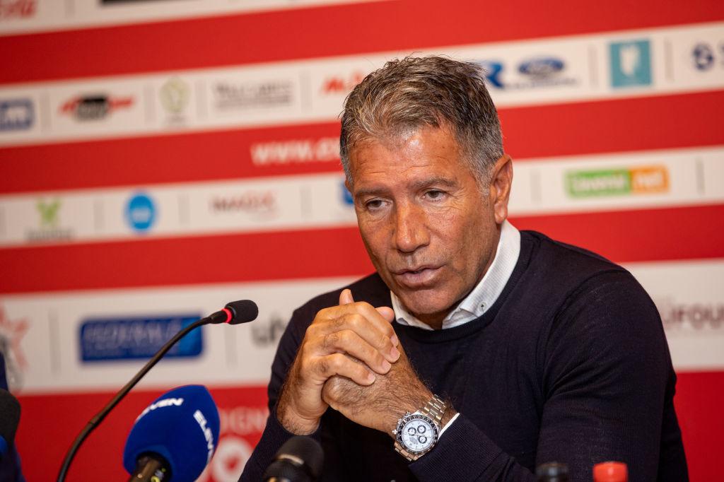 Le nouvel entraîneur Enzo Scifo devra encore un peu attendre pour renforcer son effectif, iStock