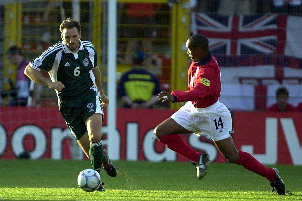A Charleroi, en 2000, Alan Sherear marque l'unique but du duel entre Anglais et Allemands. Mais les deux équipes ne passeront pas le premier tour., iStock