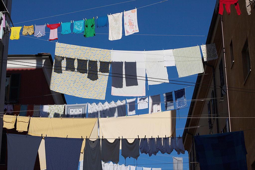 Het verminderen van CO2-uitstoot in de modewereld hangt voor meer dan 20% van consumenten af. De droogkast mijden en was uithangen is al een goed begin., iStock