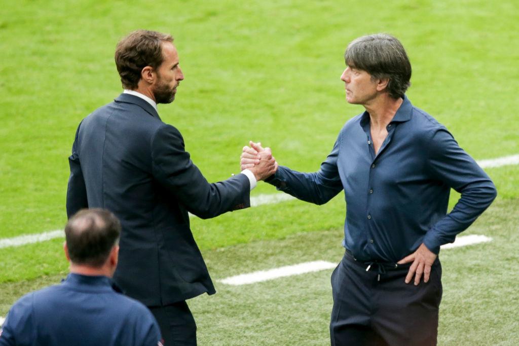 Gareth Southgate n'a pas peur de serrer la main de Joachim Low. Surtout quand on sait ce qu'il a l'habitude d'en faire pendant les matches., iStock