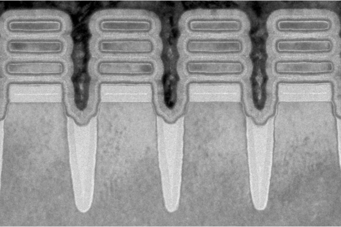 Zo zien de transistors, nauwelijks 2 nanometer breed, er in detail uit., IBM