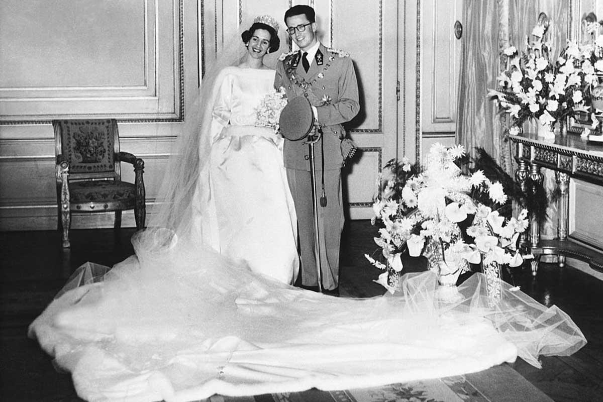 In 1960 trouwt koning Boudewijn met zijn Spaanse geliefde Fabiola, gehuld in een bruidsjurk van de hand van Cristobal Balenciaga., Getty