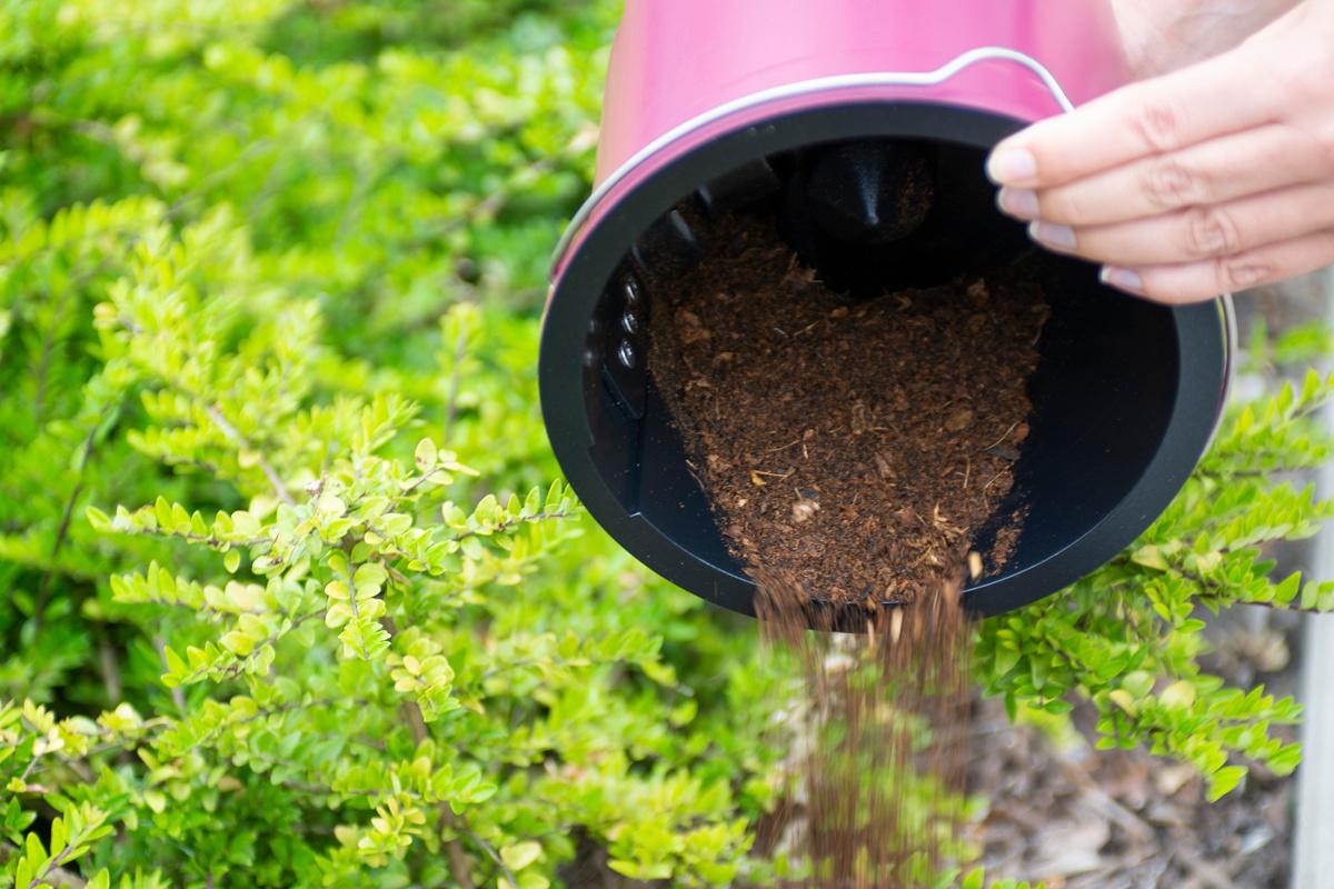 Het droge en geurloze materiaal kan achteraf gewoon bij de planten worden gekapt. , Franssen Keukens