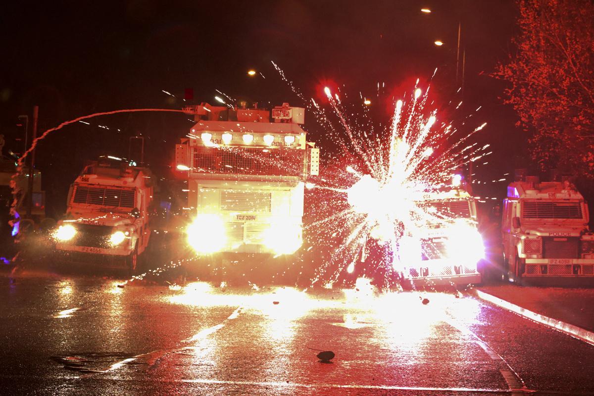 Opnieuw rellen in Noord-Ierse hoofdstad Belfast, Belga