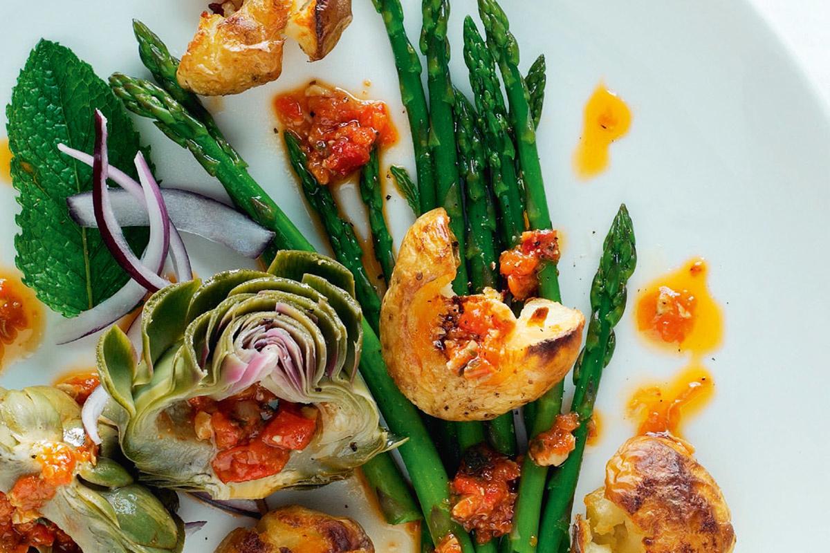 Salade van nieuwe aardappelen, artisjok en asperge met harissa, klik op de foto voor het recept, Isopix