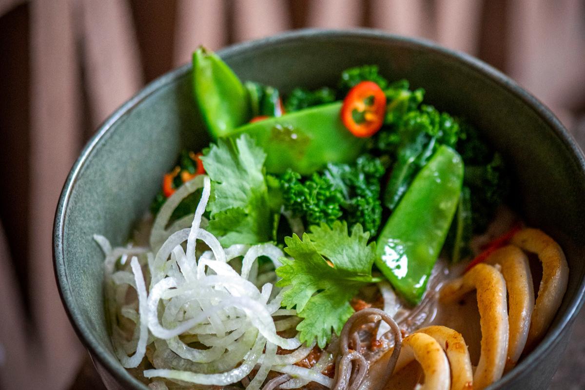 'Sticks 'n Bowls samengevat: eten met stokjes, food uit bowls en een hippe vernieuwende fastcasual keuken.', Kris Vlegels
