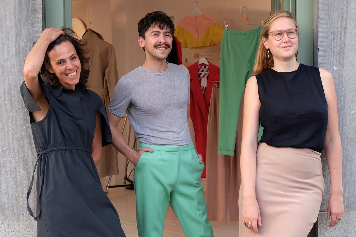 De initiatiefnemers van de nieuwe slow fashion-shop in Brussel voor hun boetiek, GF