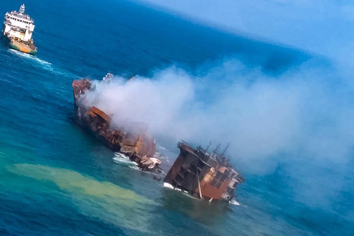 Uitgebrand containerschip al deels gezonken voor kust Sri Lanka., Belga Image
