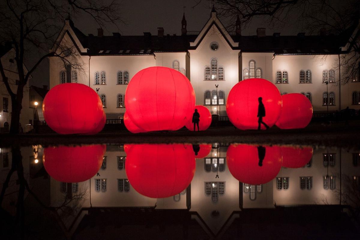 Vermell, place de la Monnaie., Brussels by Lights