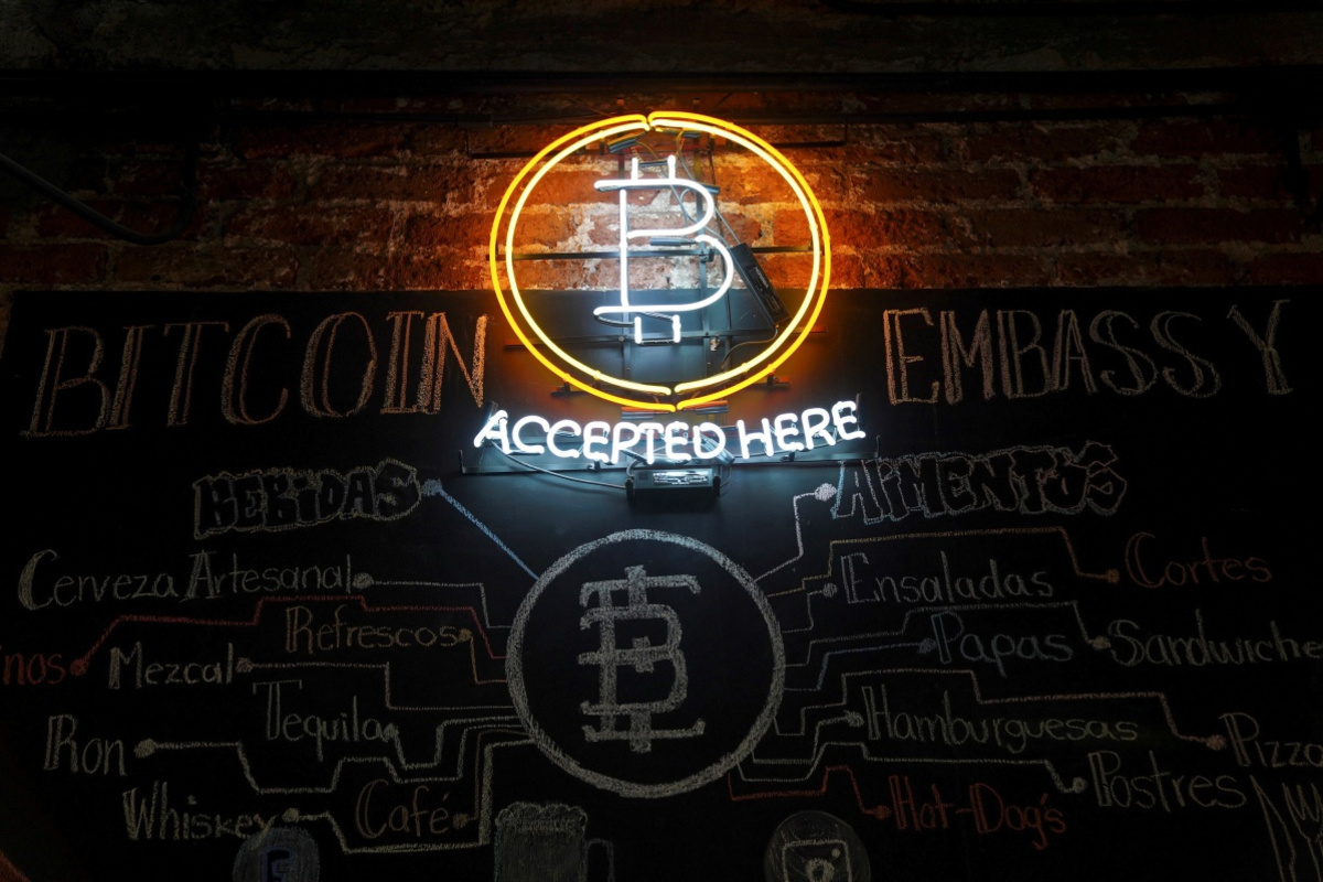 Een bar die bitcoin, de bekendste cryptomunt, aanvaardt , Reuters