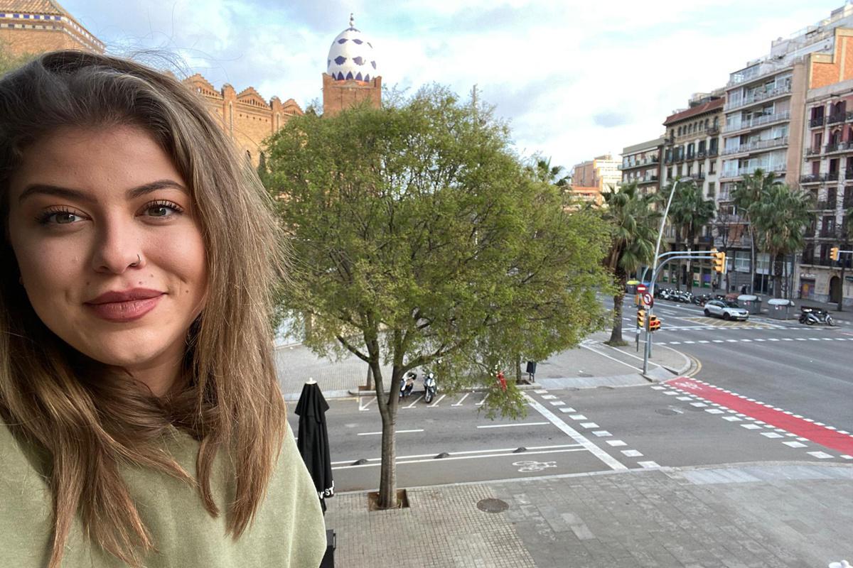 Het zicht vanuit het appartement Gaëlle in Barcelona: de straten zijn verlaten, GF