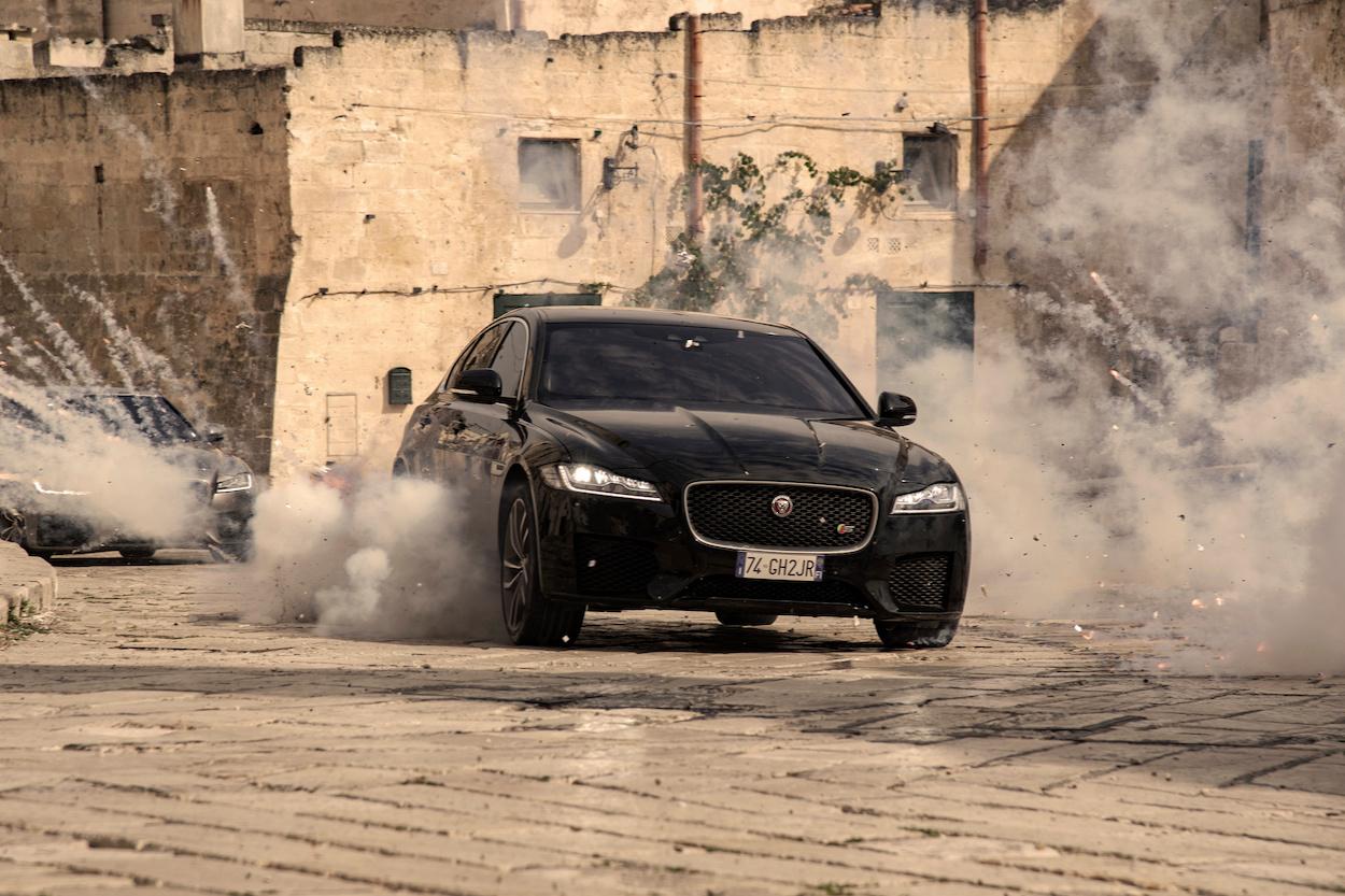 De XF in de jacht op 007., GF