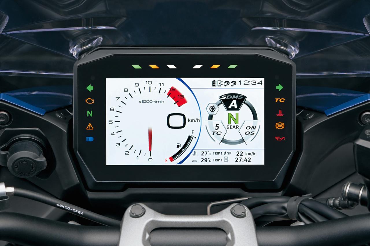 En vraie GT, la Suzuki s'équipe d'un écran de bord TFT conçu pour en en charge la connectivité de votre smartphone., GF
