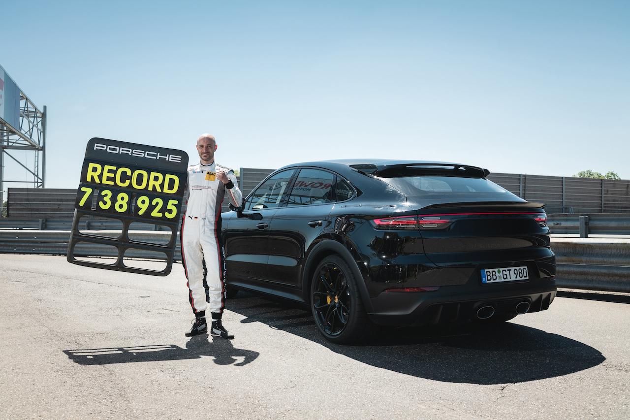 7min38, est le temps qu'il a fallu au Cayenne Turbo GT pour accomplir les 20,8 km du grand Nürburgring., GF