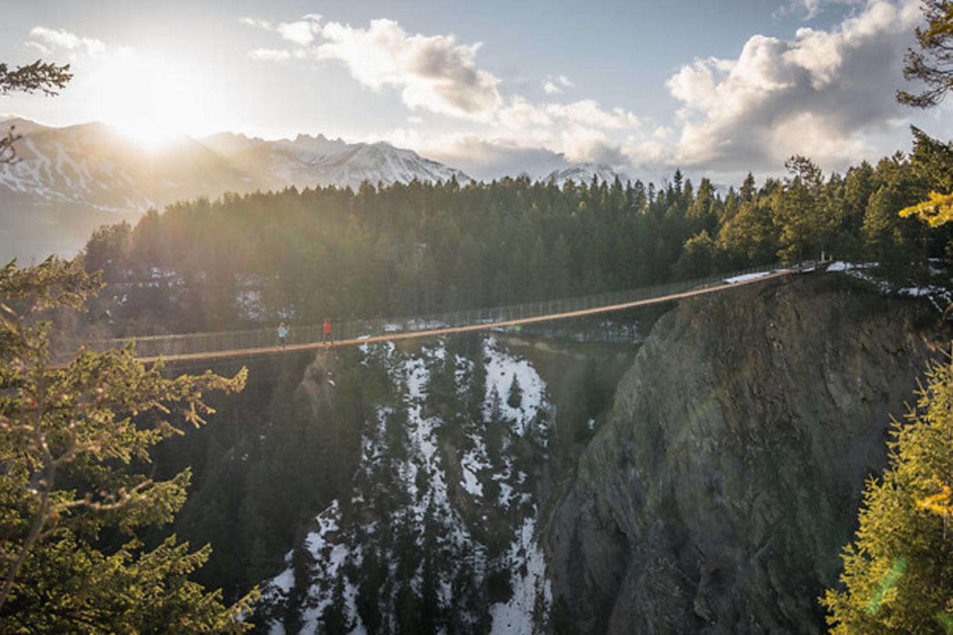 De Golden Skybridge in Canada, Pursuit