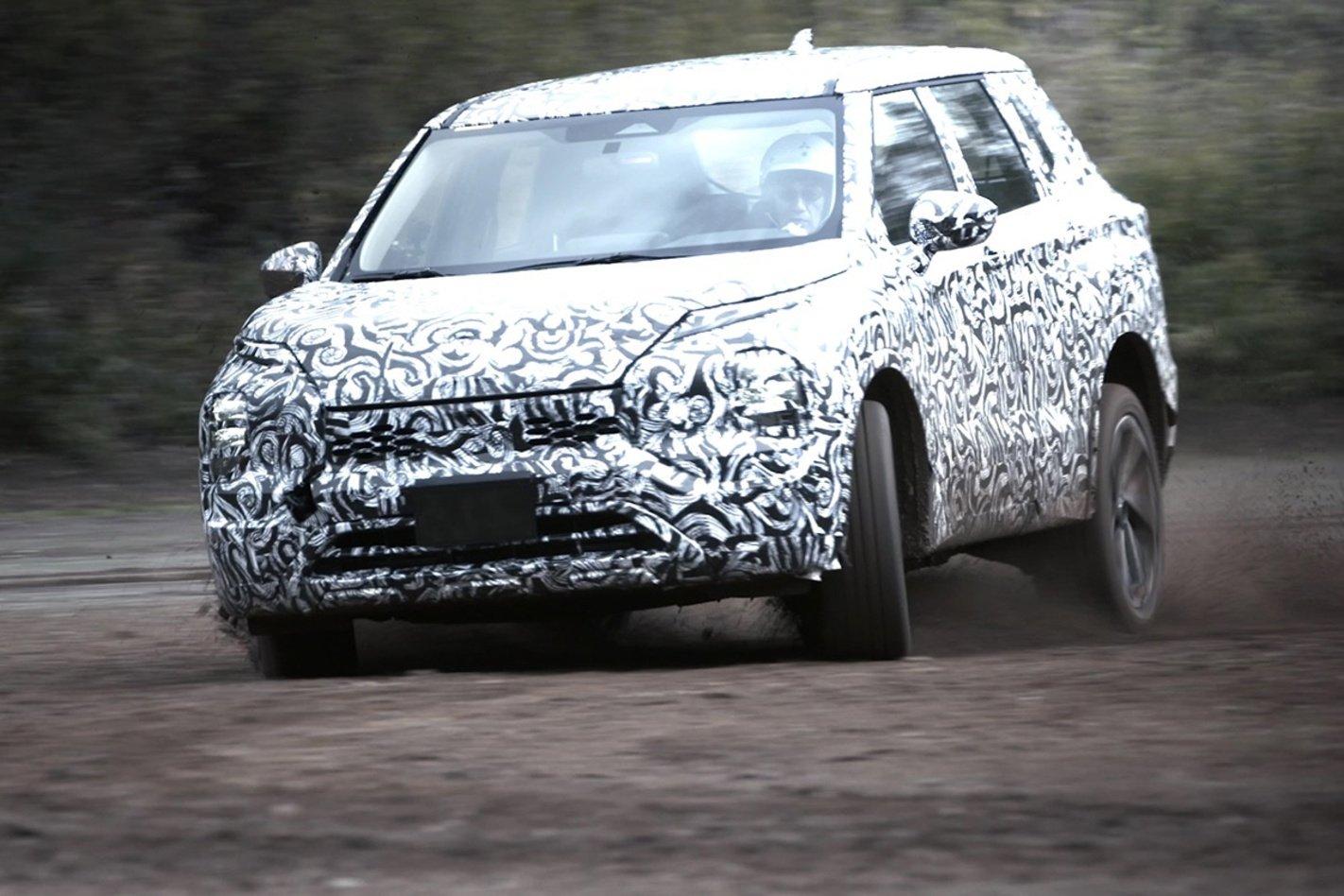 Pour l'instant, le nouveau SUV de Mitsubishi est resté sous ses camouflages. Le lever de voile est prévu le 16 février prochain., GF