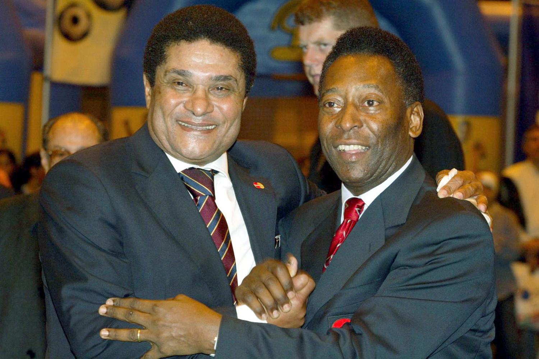Eusebio (l) met de Braziliaanse legende Pelé (r), Belga Image