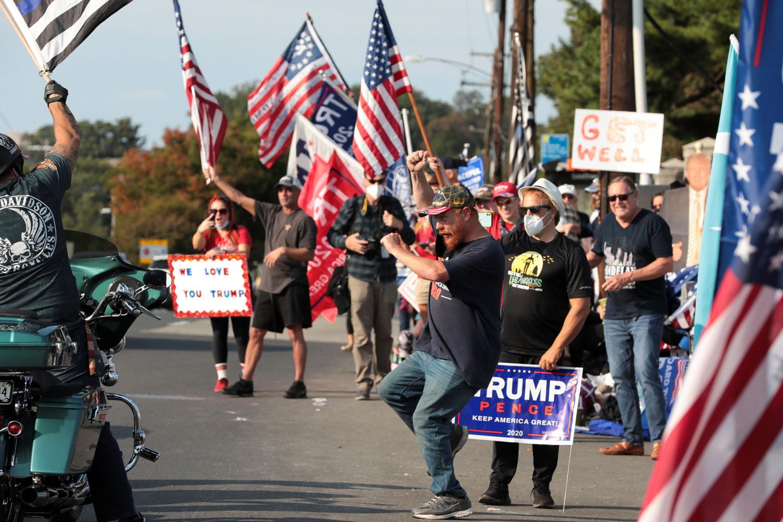 Les partisans de Trump devant l'hôpital où il séjourne., Reuters