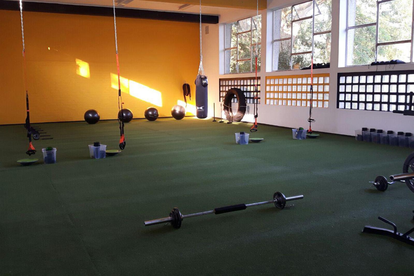 De omgeturnde fitnesszaal van Lokeren, gf