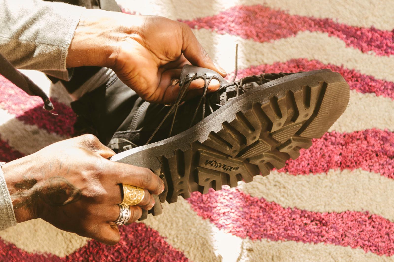 De zolen van Joffrey's schoenen werden gemaakt van fietsbanden., Eileen Vancraenenbroeck