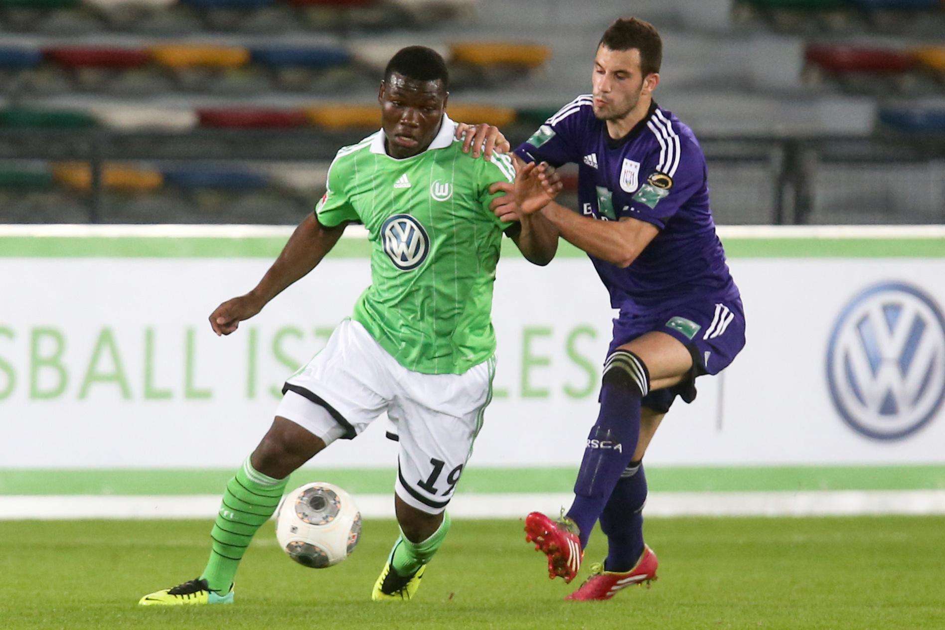 Junior Malanda in actie voor VfL Wolfsburg, Belga Image