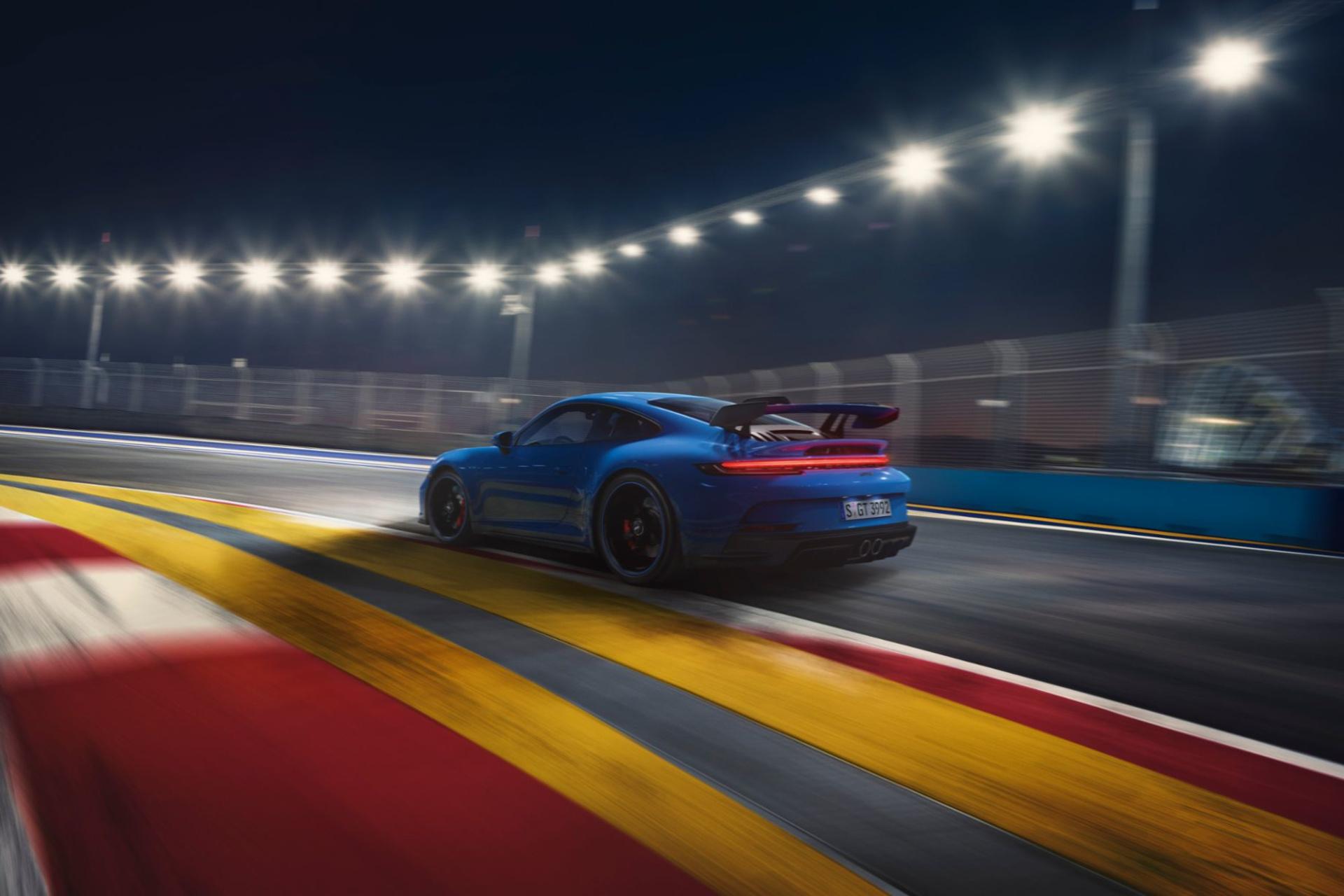 """Ici, la 911 GT3 """"normale"""" et son aileron proéminent. Beaucoup moins discrète..., GF"""