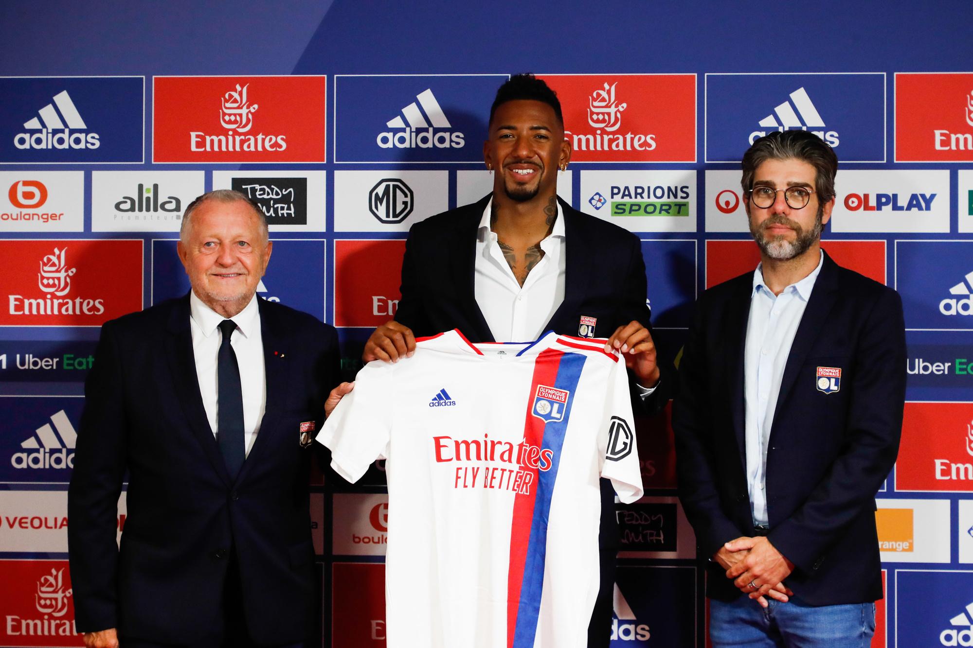 A-t-on prévenu Jérôme Boateng que le Lyon actuel ne dominait plus la Ligue 1 comme jadis du temps de l'homme à droite (Juninho) ?, belga