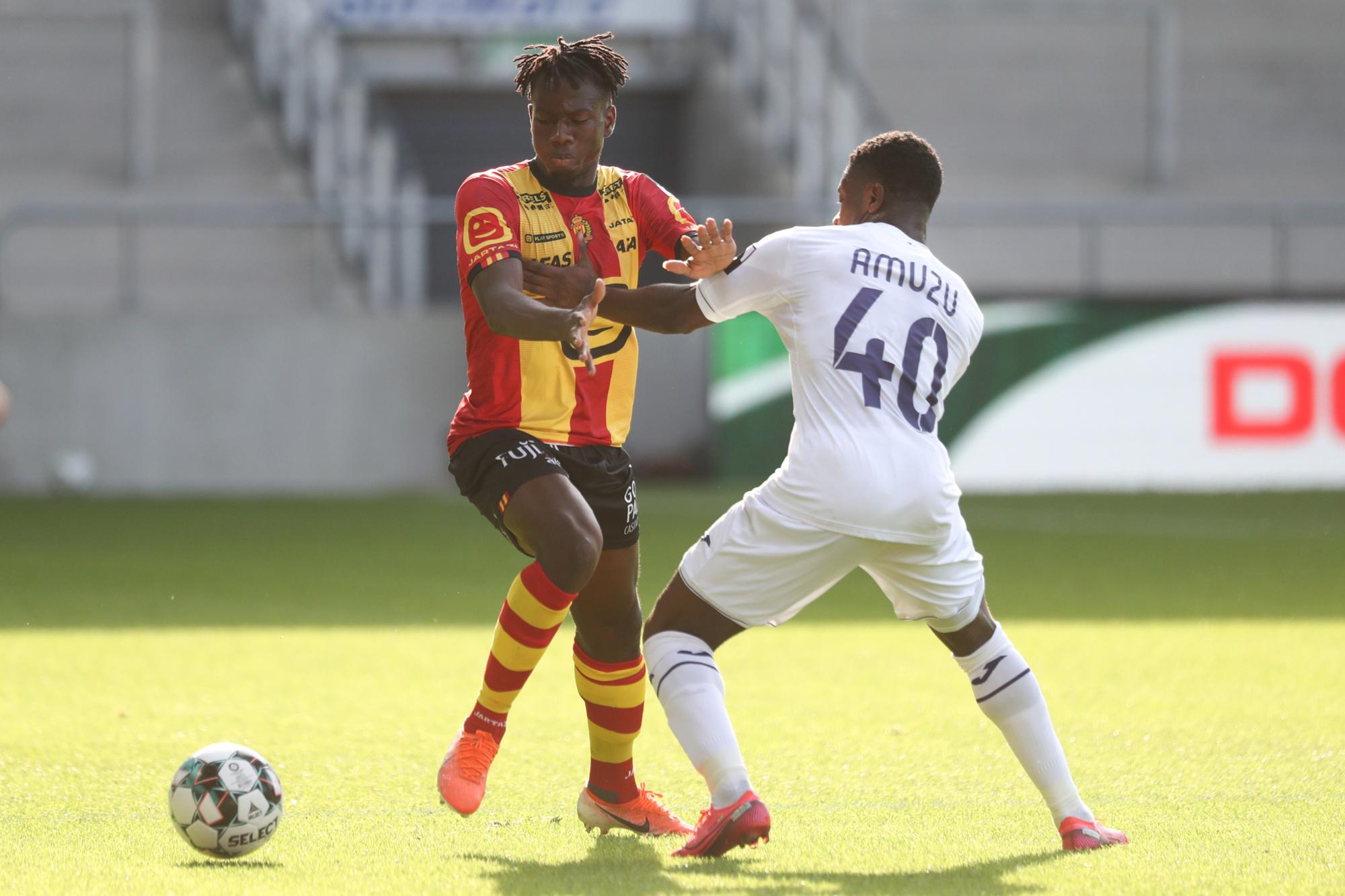 Issa Kabore, au duel avec Francis Amuzu., belga