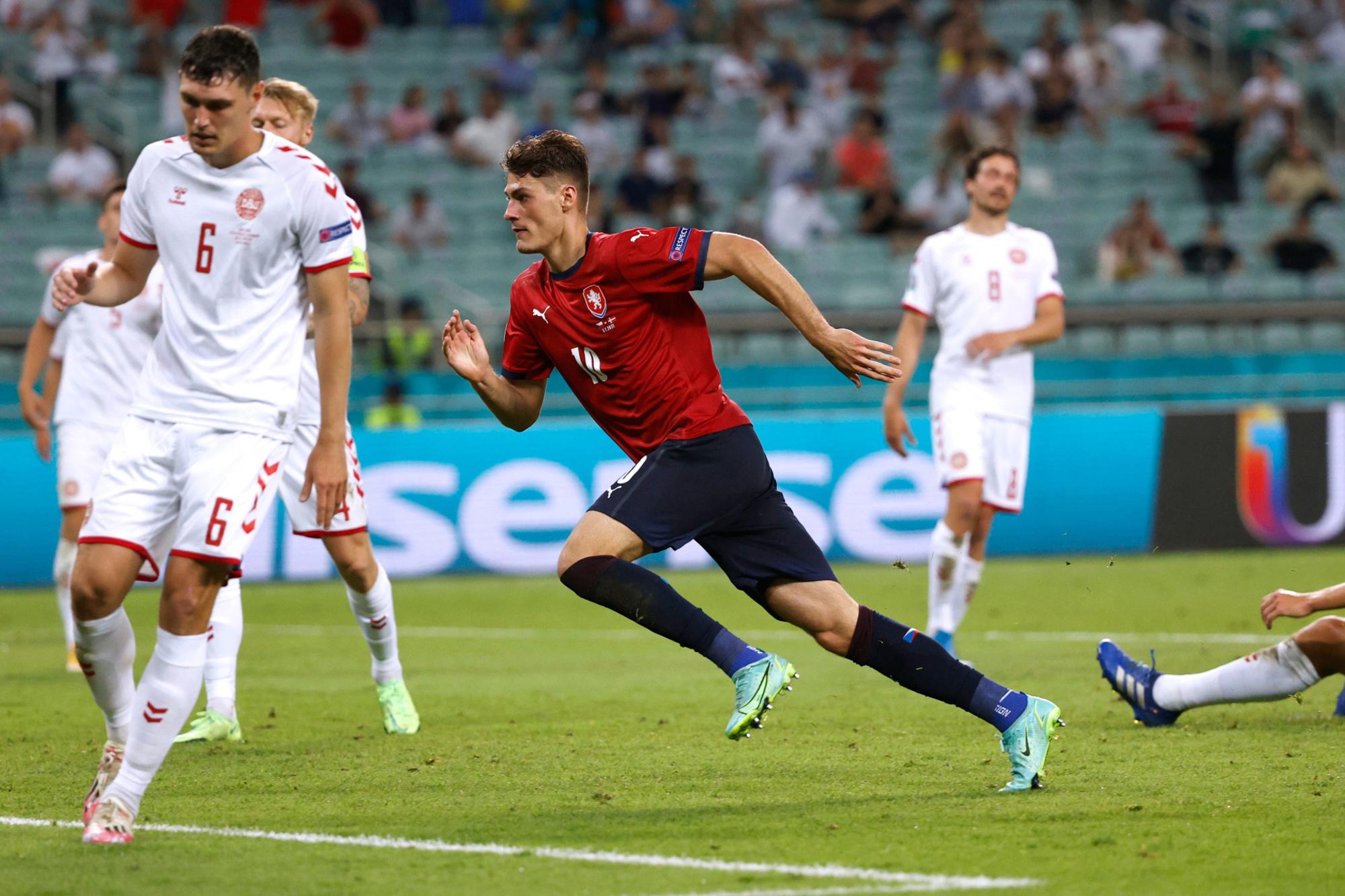 Patrik Schick (midden) viert zijn goal voor Tsjechië, Reuters
