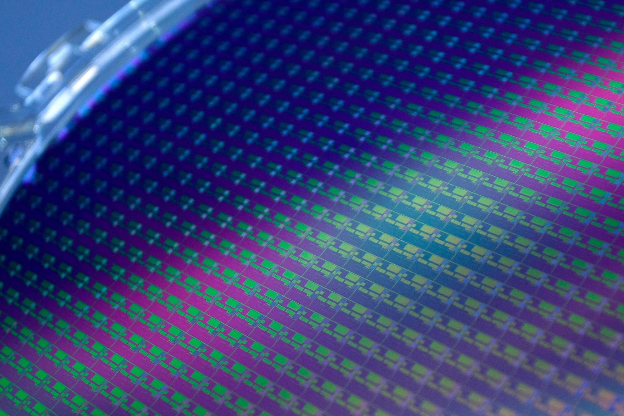 Chipfabrikanten zoals TSMC of Intel produceren wafers, grote vlakken met honderden chips op. (foto genomen bij TSMC in Taiwan in 2010), Reuters
