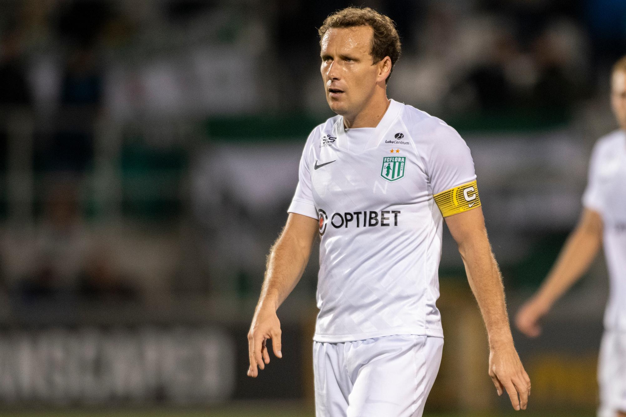 Konstantin Vassiljev a 37 ans et porte sur son visage les stigmates d'années (depuis 2006) en sélection à se prendre des roustes aux quatre coins de l'Europe. Néanmoins, il a fait trembler les filets adverses à 27 reprises en 115 sélections. Un homme persévérant, donc., belga
