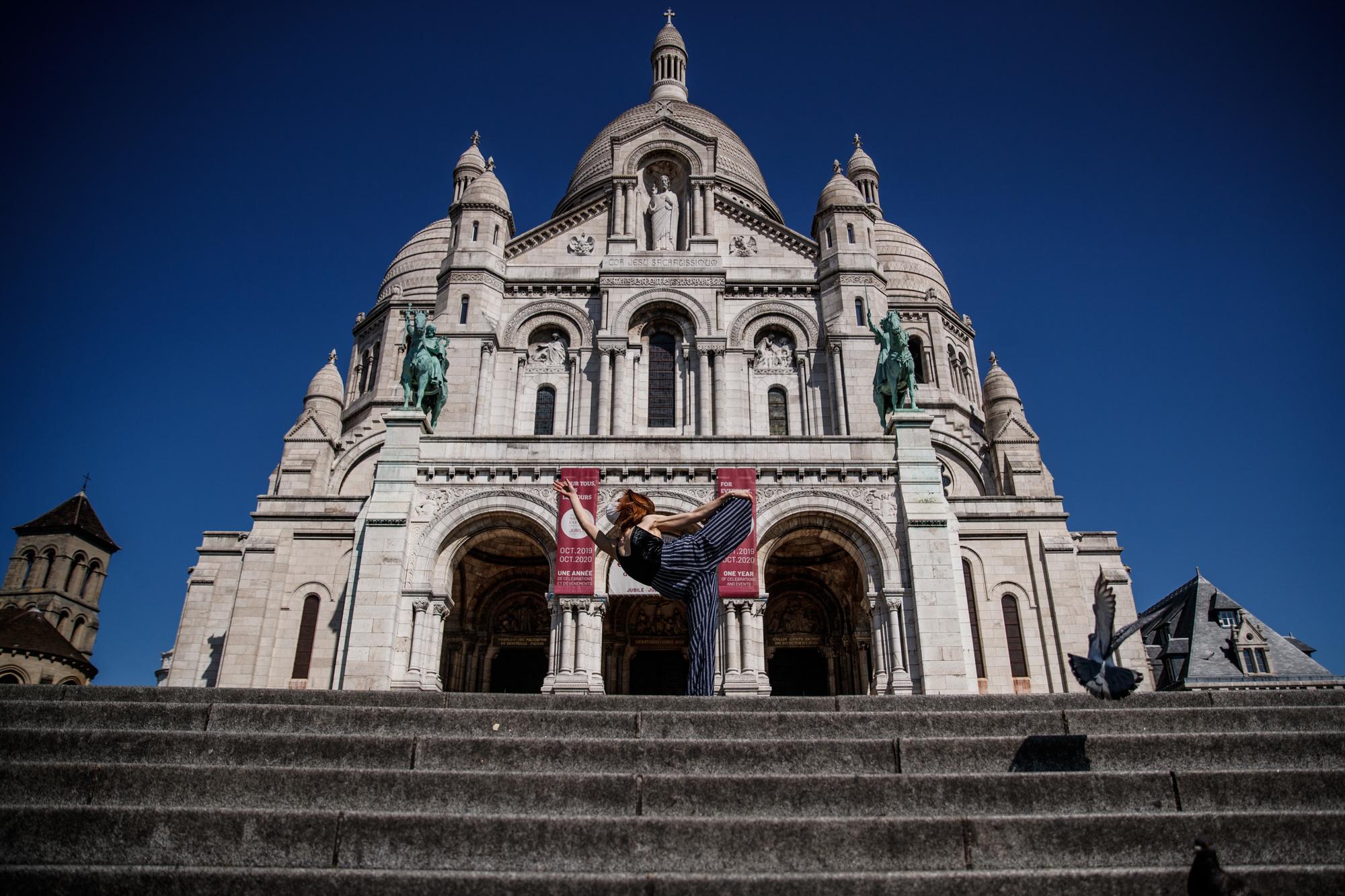 Yara al-Hasbani devant le Sacré Coeur, belga