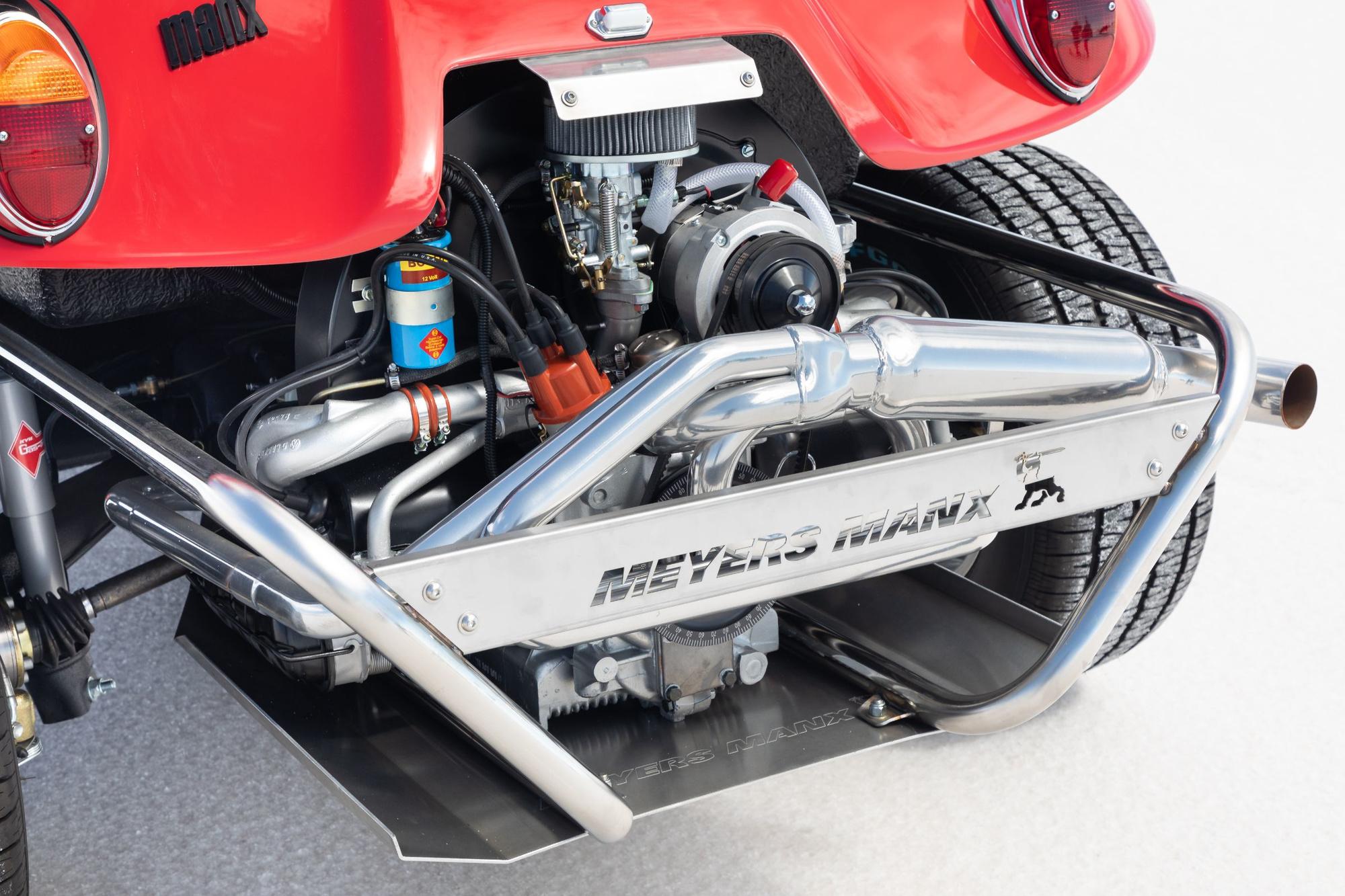Moteur Volkswagen refroidit par air (celui de la Cox, comme le châssis), facile d'accès et dont le poids posé sur les roues arrière favorise la motricité dans le sable., GF