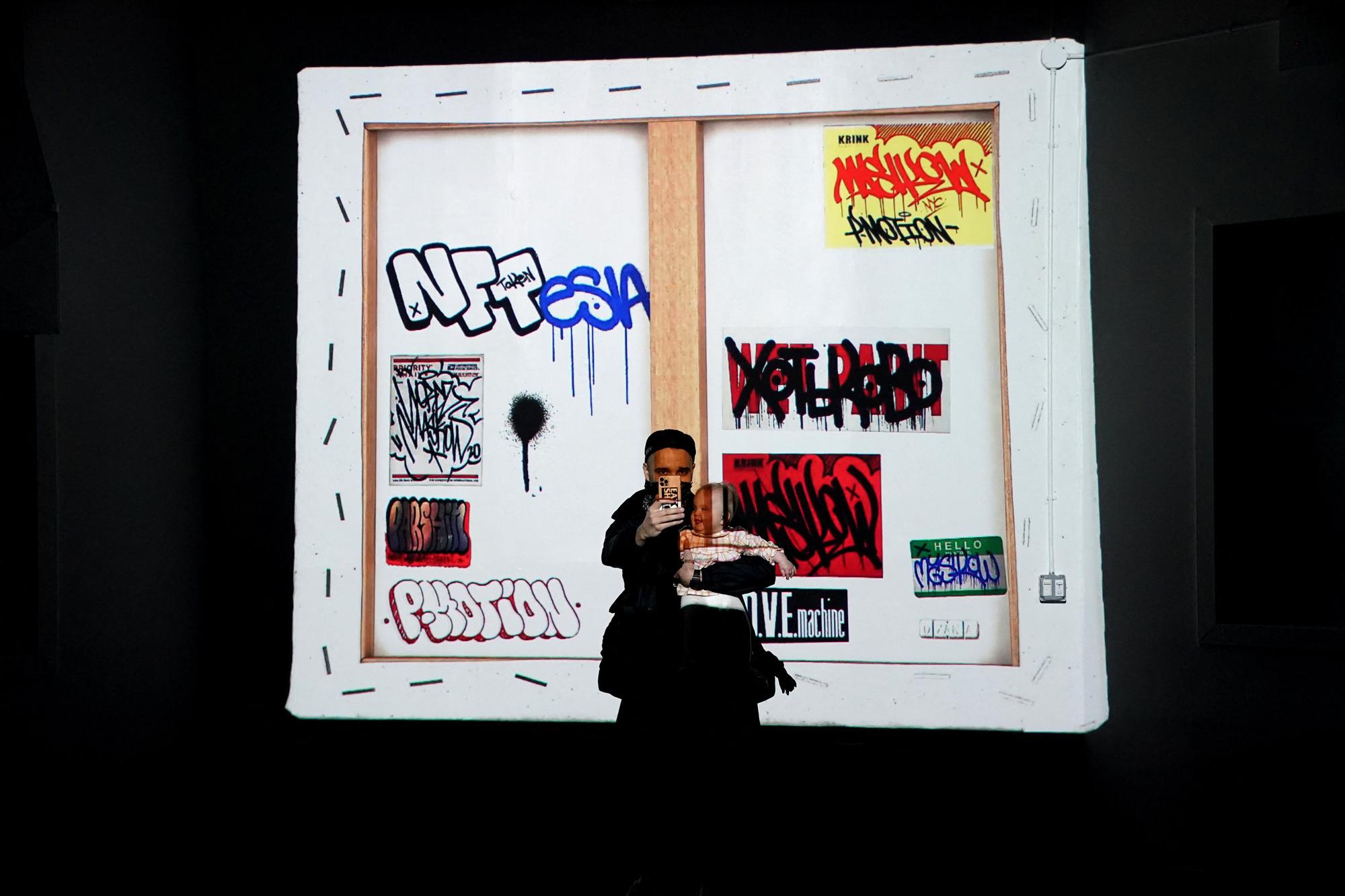 Une oeuvre de Mashkow exposée à la Superchief Gallery NFT à New York., TIMOTHY A. CLARY / AFP