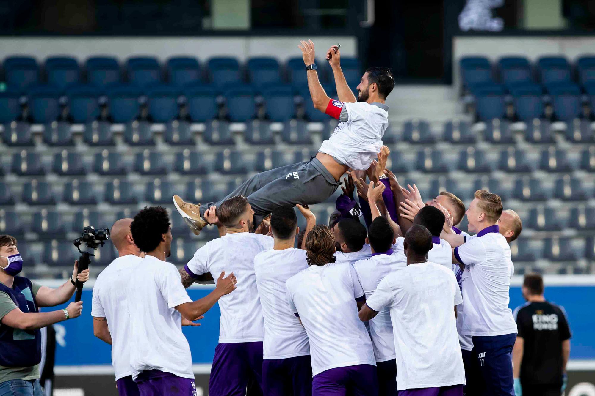 Hernán Losada is de jongste coach in 1A. Is dat een voor- of nadeel?, Belga Image