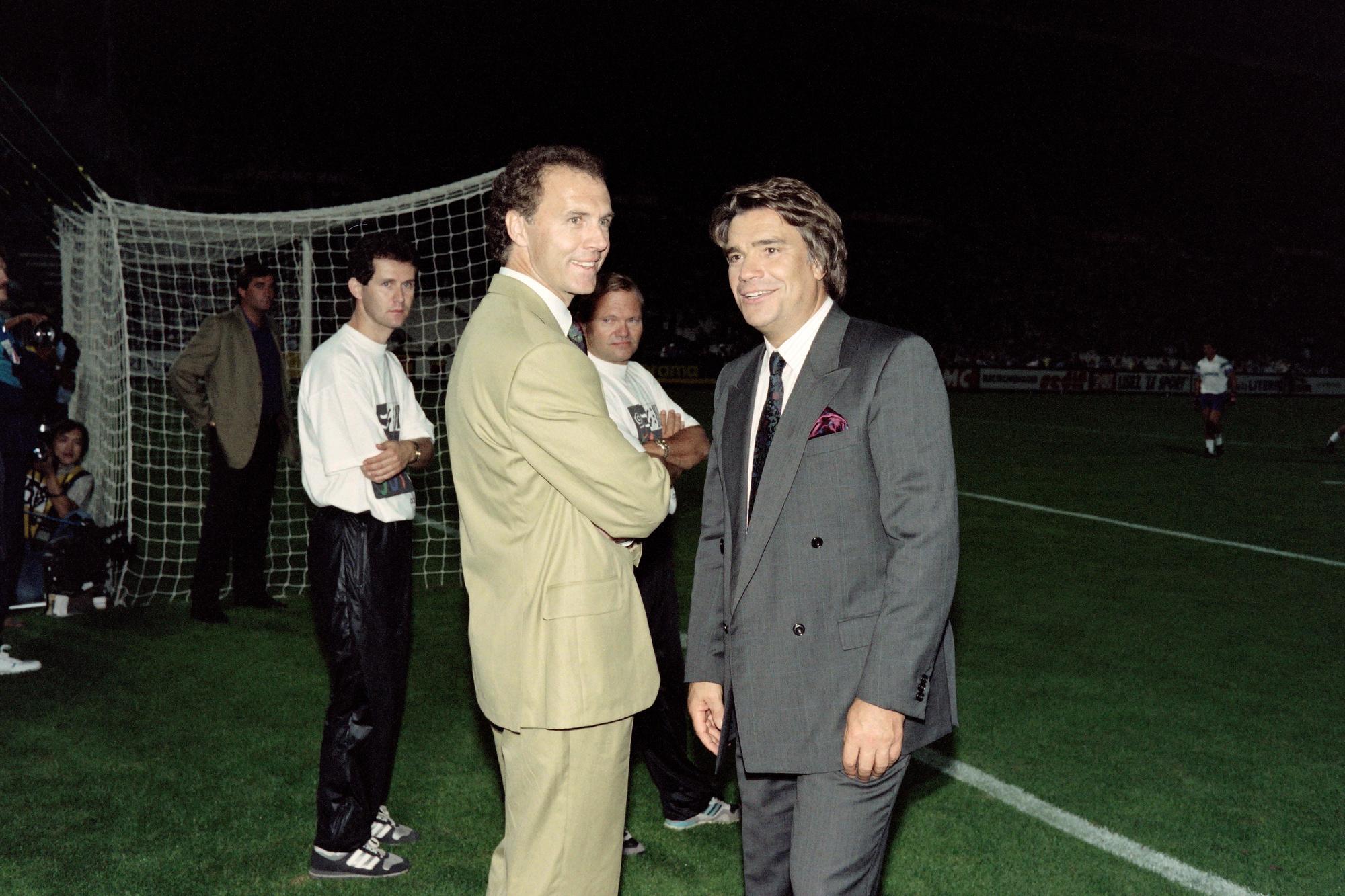 Franz Beckenbauer avec Bernard Tapie lors de sa période à l'OM., BELGA/AFP