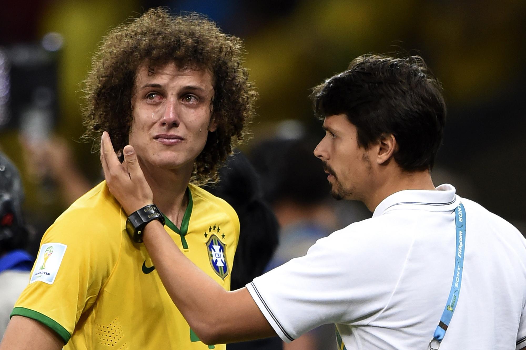 De tranen in de ogen van David Luiz., Belga Image