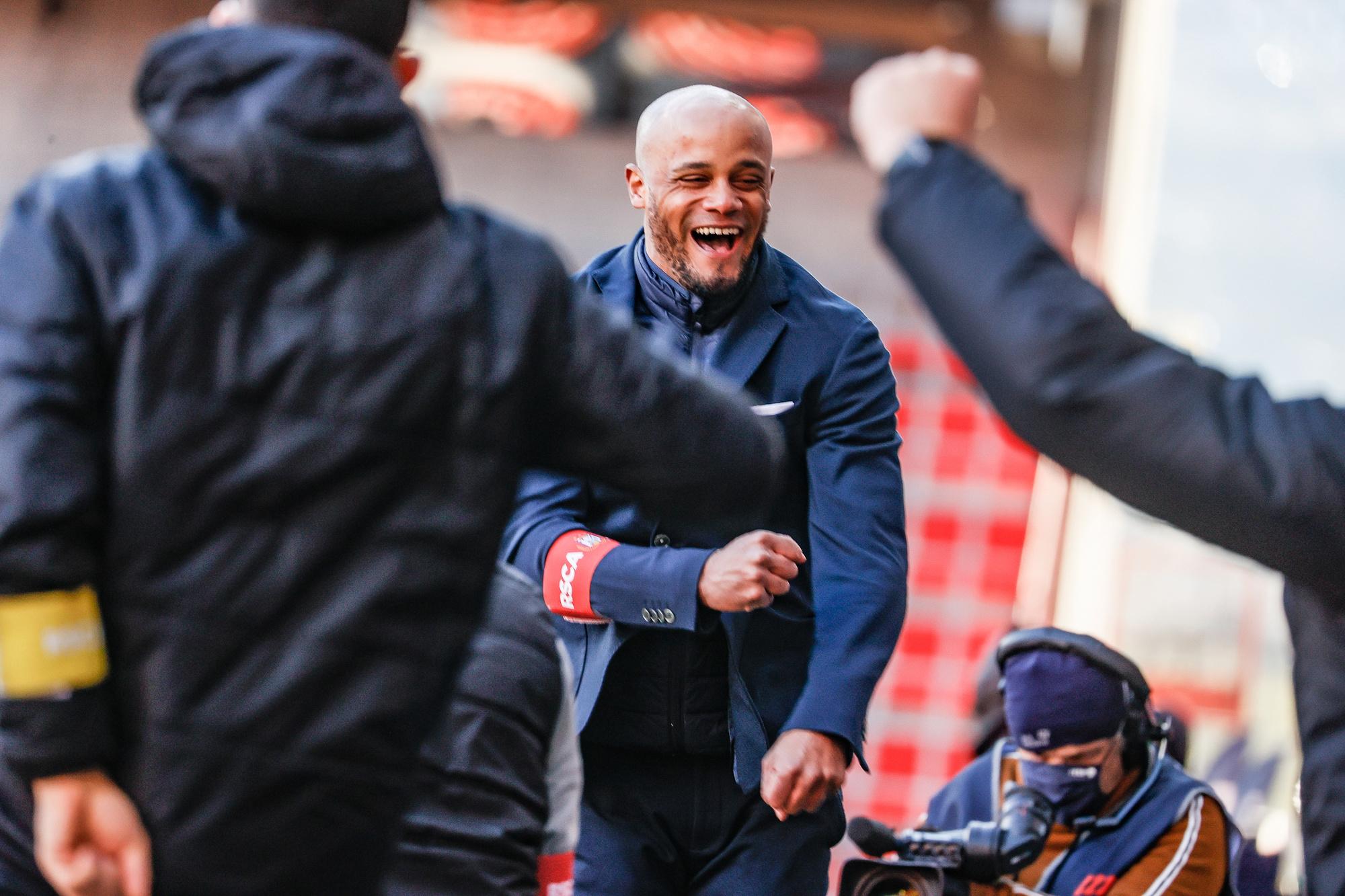 Is Kompany voor u de coach van de maand april? Of wordt het toch Yves Vanderhaeghe of bekerwinnaar John van den Brom?, Belga Image
