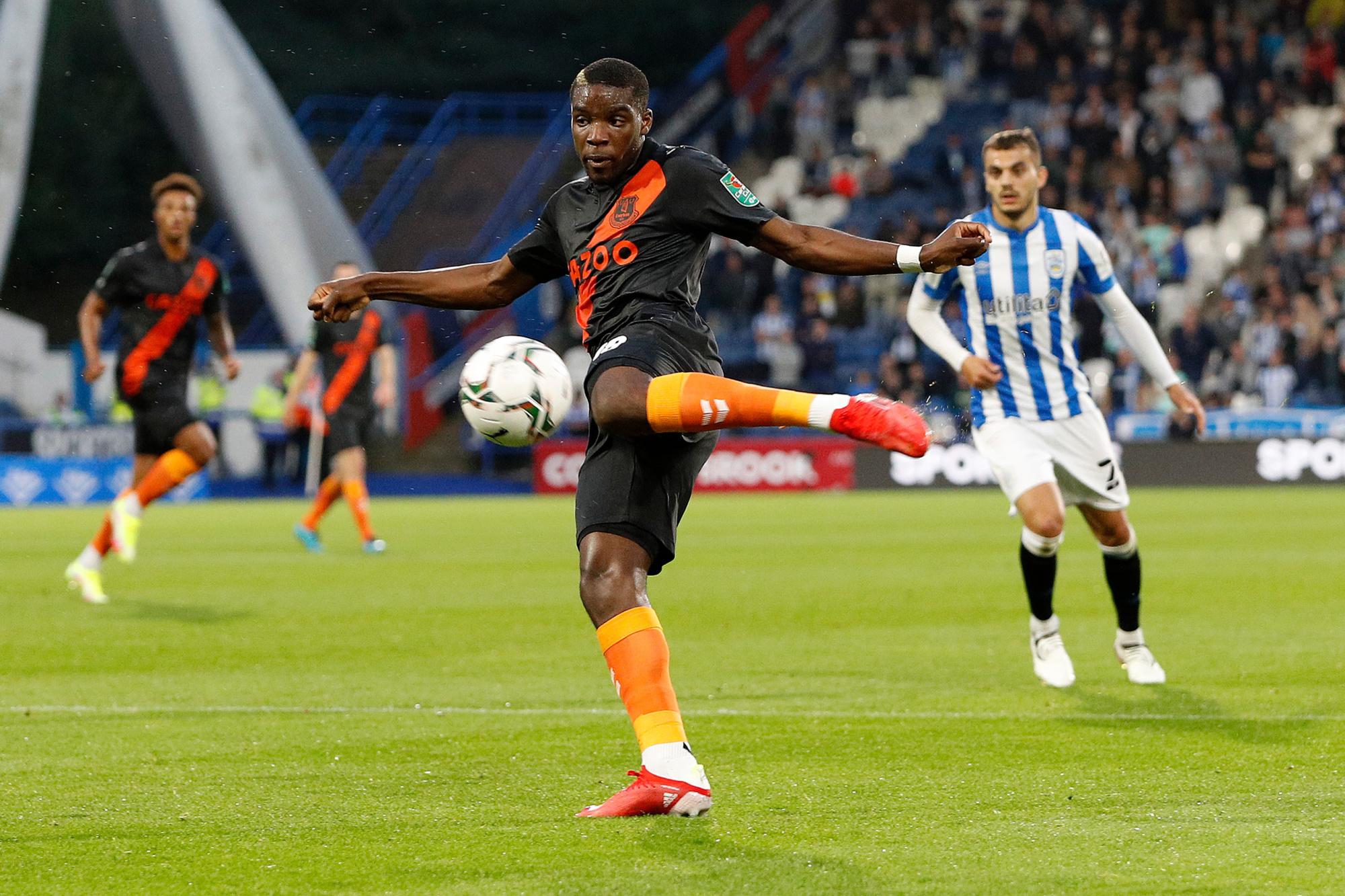 Niels Nkounkou débarque d'Everton pour renforcer le secteur défensif du Standard., belga