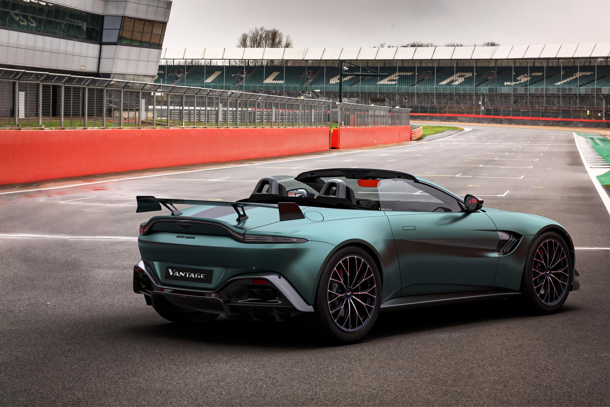 Encore plus exclusive, la version cabriolet de la F1 Edition ajoute les plaisirs de la conduite cheveux au vent., GF