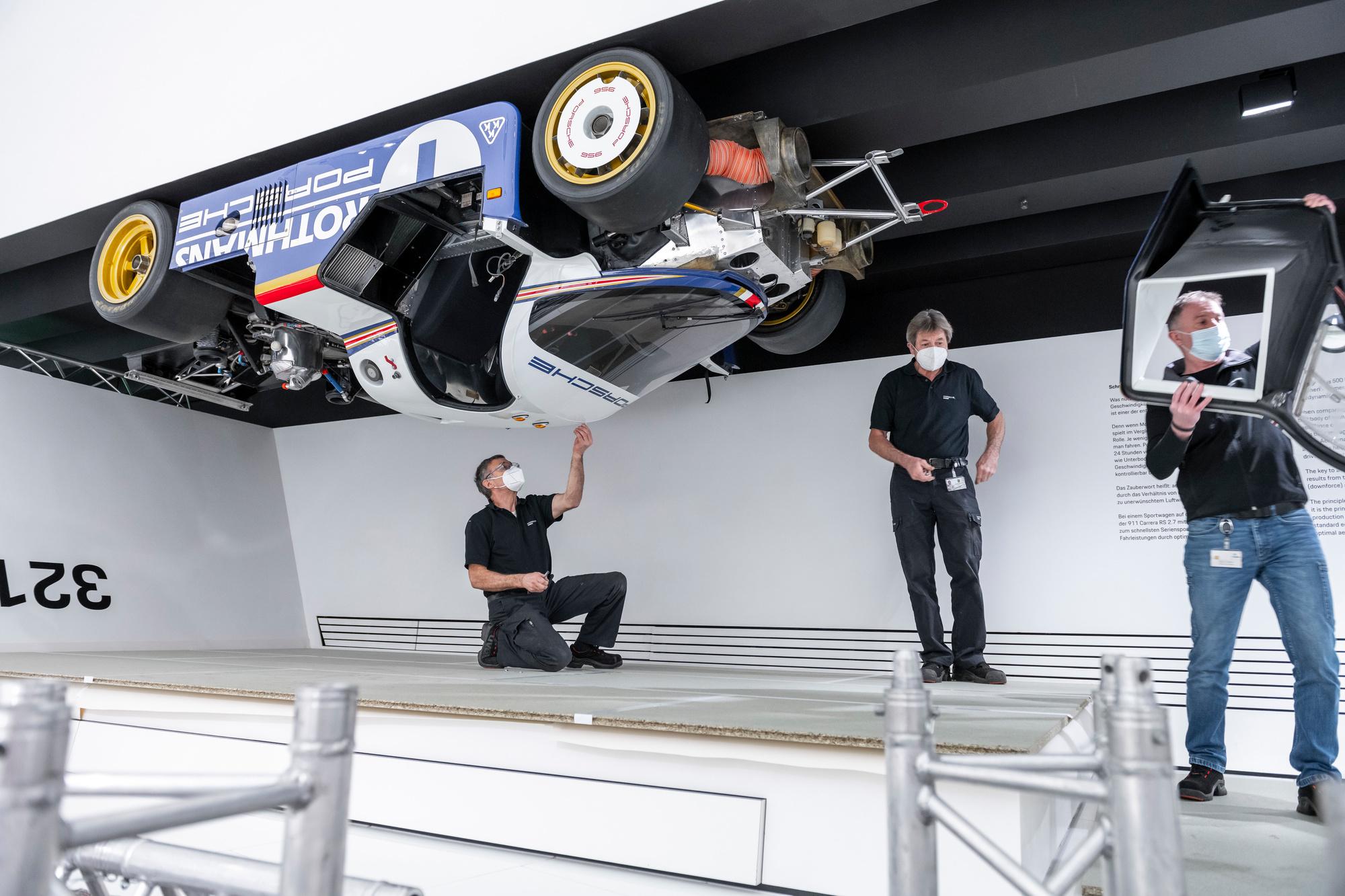 D'habitude fort fréquenté, le musée ne laisse pas beaucoup de temps pour les opérations spéciales, comme décrocher la 956 du plafond pour une révision!, GF