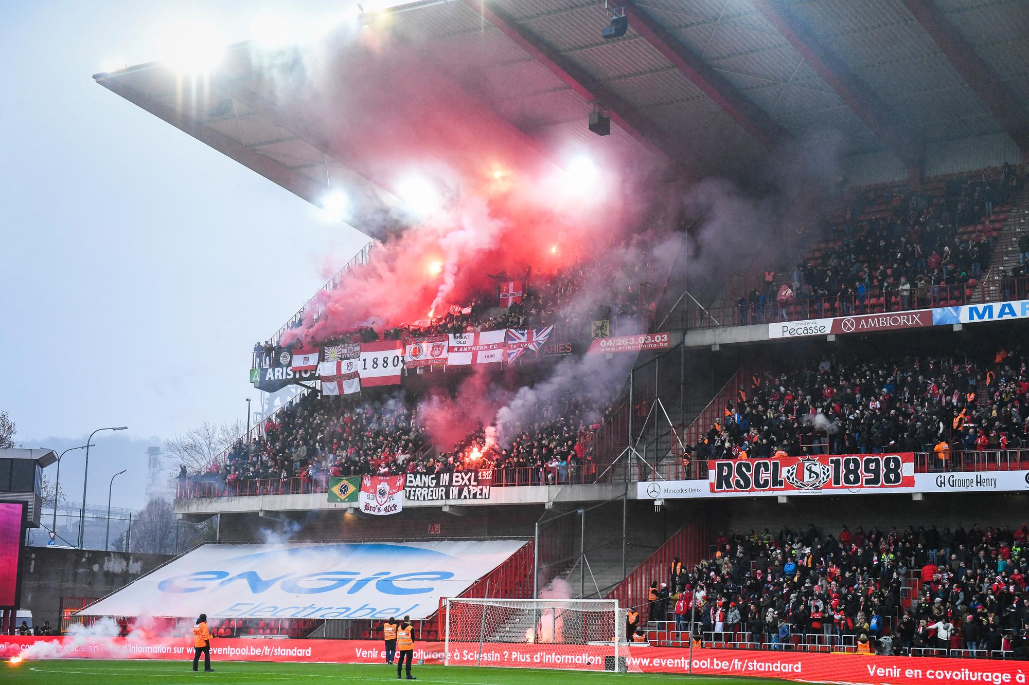 L'ambiance dans les stades pourra bientôt redevenir comme avant le covid. (Supporters anversois à Liège, 2017), Belga