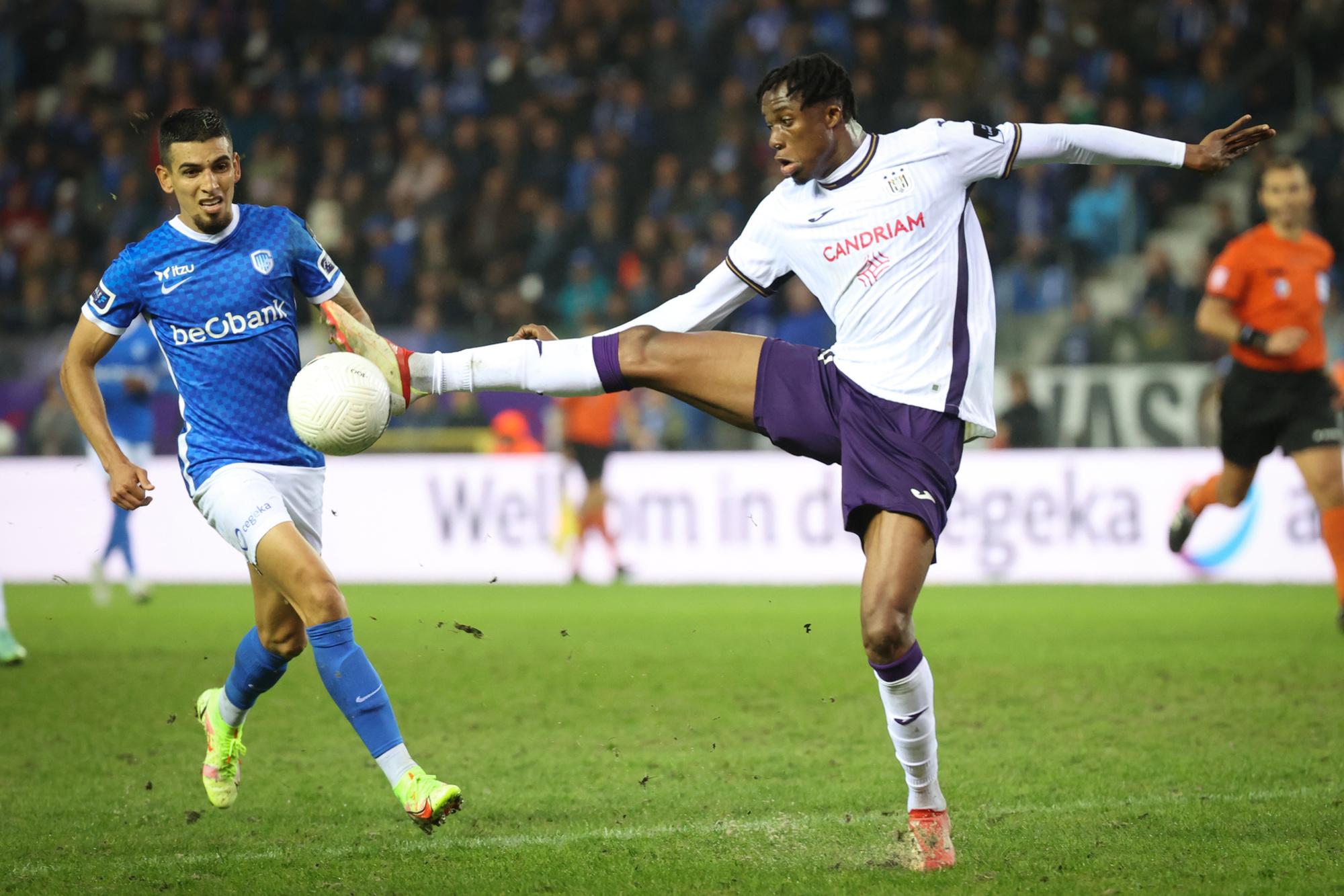 Kouamé sera avec Zirkzee, l'un des deux attaquants qui devra faire oublier Lukas Nmecha à Anderlecht., belga