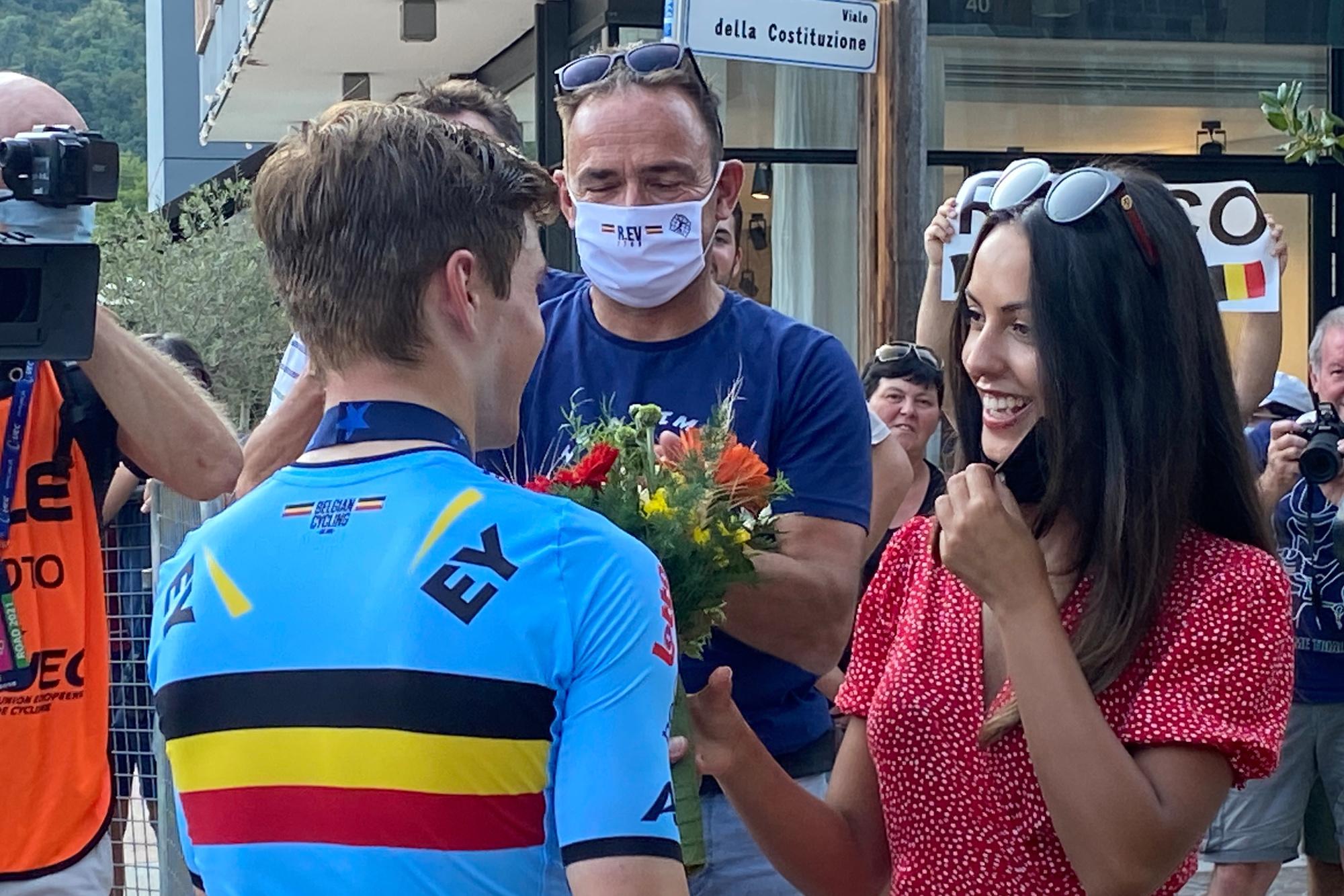 Evenepoel peut compter sur le soutien de sa petite amie Oumi., belga
