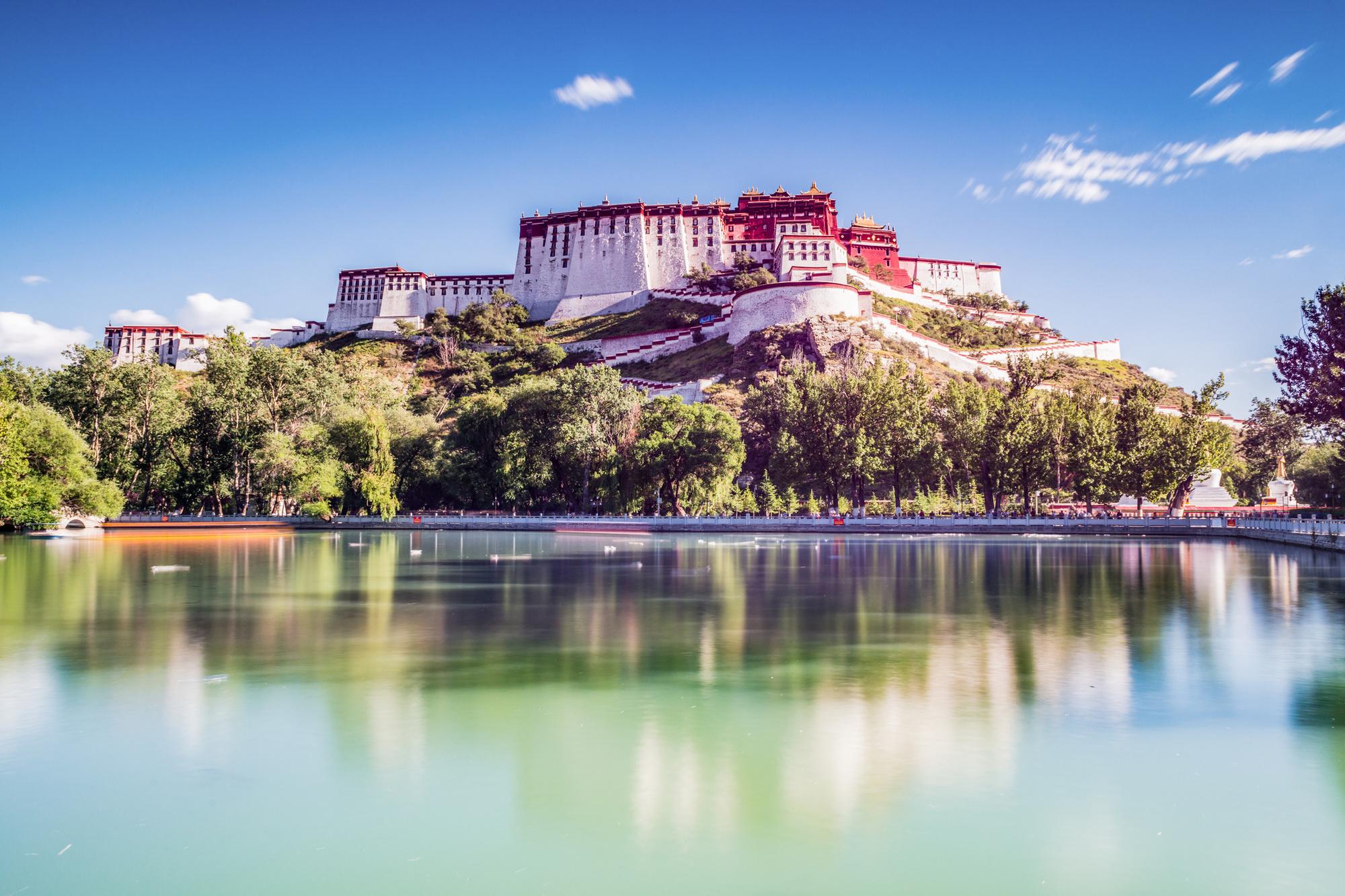 Het klooser op het hoogste punt van de stad, dat nu een populaire toeristische trekpleister is. , Getty Images